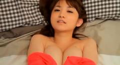 尾崎ナナちゃんの疑似セックスでおっぱいがプルプル