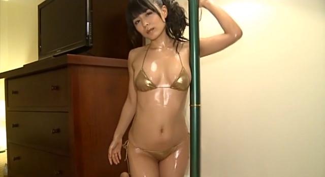 川村ゆきえちゃんの水着もおっぱいもテッカテカ