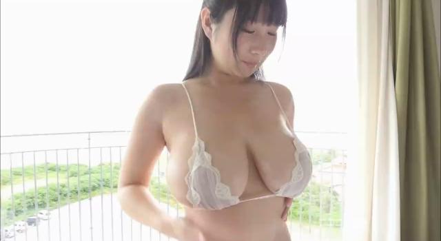 桐山瑠衣ちゃんの軟乳をムニムニ揉みまくり!デカチチ好き必見!
