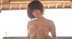 菜乃花ちゃんのオッパイをモミモミしたりプルプルしてる!