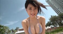 RaMuちゃんが浜辺でおっぱい揺らしまくり!